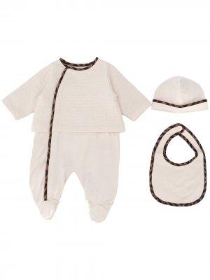Стеганый комплект из комбинезона, шапки и нагрудника Fendi Kids. Цвет: нейтральные цвета