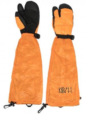 Дутые перчатки из коллаборации с  North Face MM6 Maison Margiela. Цвет: оранжевый