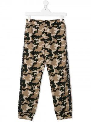 Спортивные брюки с камуфляжным узором Balmain Kids. Цвет: коричневый