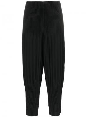 Плиссированные укороченные брюки Homme Plissé Issey Miyake. Цвет: черный