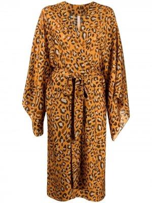 Пальто с леопардовым принтом и поясом Maria Lucia Hohan. Цвет: оранжевый