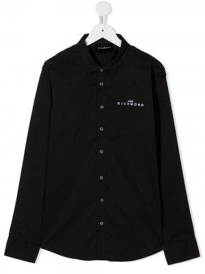 Рубашка с вышитым логотипом и заостренным воротником John Richmond Junior. Цвет: черный