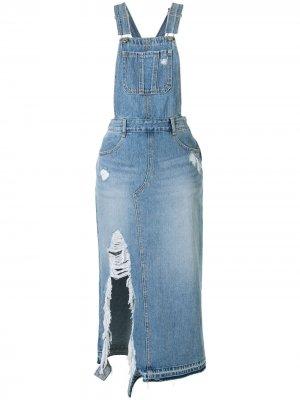 Джинсовое платье с эффектом потертости SJYP. Цвет: синий