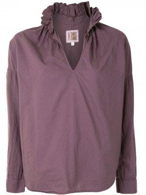 Блузка с оборками на воротнике A Shirt Thing. Цвет: фиолетовый