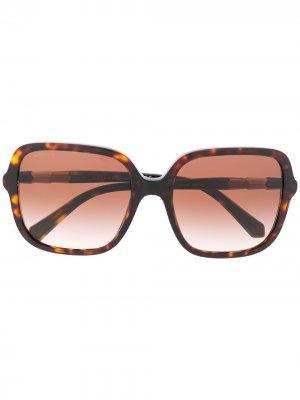 Солнцезащитные очки в массивной оправе Bvlgari. Цвет: коричневый