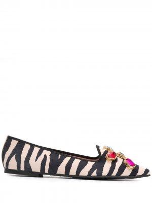 Туфли-лодочки с зебровым принтом Pretty Ballerinas. Цвет: белый