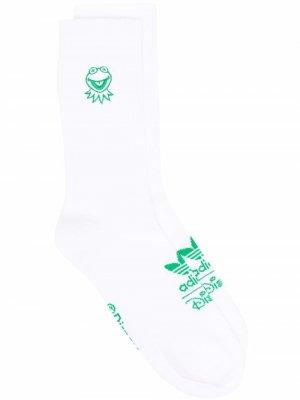 Носки Kermi с вышивкой adidas. Цвет: белый