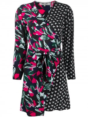 Платье с запахом и принтом DVF Diane von Furstenberg. Цвет: синий