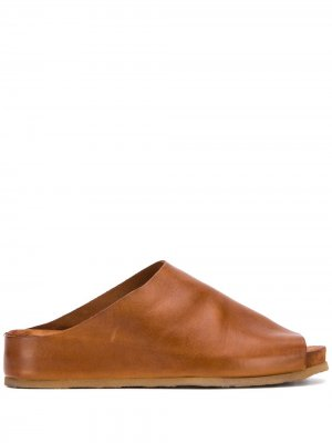 Шлепанцы с открытым носком Moma. Цвет: коричневый