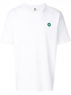 Классическая футболка с заплаткой логотипом Wood. Цвет: белый