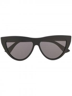 Солнцезащитные очки в оправе кошачий глаз Bottega Veneta Eyewear. Цвет: черный