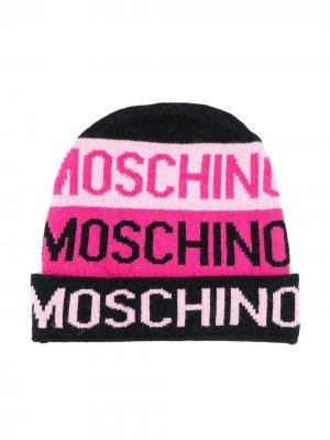 Вязаная шапка бини с контрастным логотипом Moschino Kids. Цвет: розовый