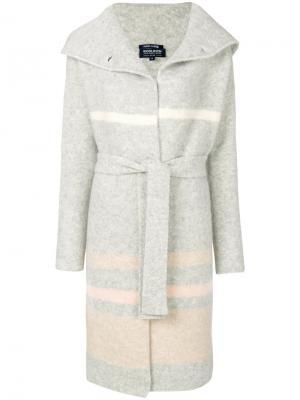 Халат с капюшоном Woolrich. Цвет: серый