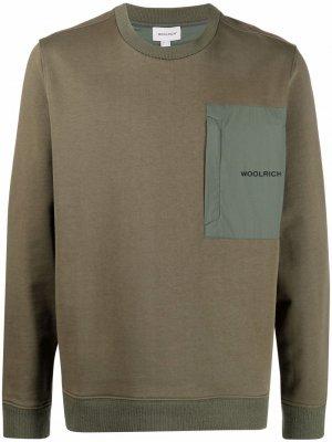 Толстовка с нагрудным карманом и логотипом Woolrich. Цвет: зеленый