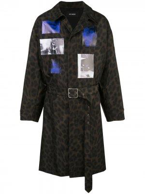 Пальто с леопардовым принтом и нашивками Raf Simons. Цвет: черный