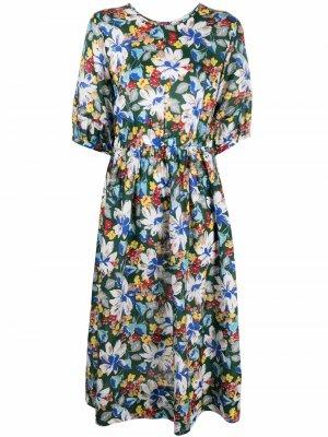 Расклешенное платье с цветочным принтом YMC. Цвет: зеленый