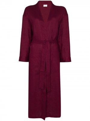 Длинный халат Pour Les Femmes. Цвет: красный