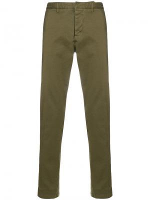 Классические брюки чинос AMI Paris. Цвет: зеленый