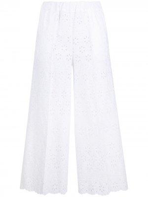 Расклешенные брюки с английской вышивкой P.A.R.O.S.H.. Цвет: белый