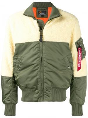 Куртка-бомбер в двух тонах Alpha Industries. Цвет: зеленый