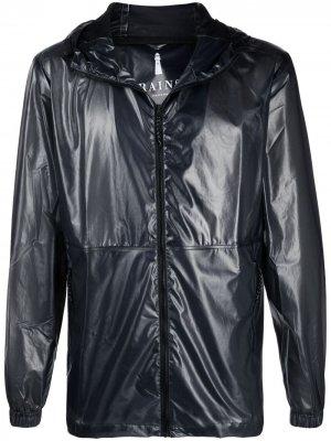Легкая куртка с капюшоном Rains. Цвет: черный