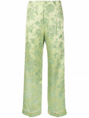 Расклешенные брюки с цветочным принтом COOL T.M. Цвет: зеленый