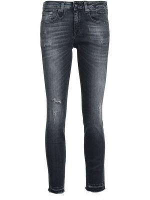 Укороченные джинсы кроя скинни R13. Цвет: черный