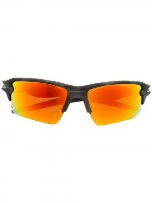 Солнцезащитные очки Flak в квадратной оправе Oakley. Цвет: черный