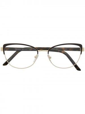 Очки в оправе кошачий глаз Prada Eyewear. Цвет: коричневый
