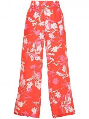 Укороченные брюки с цветочным принтом P.A.R.O.S.H.. Цвет: красный