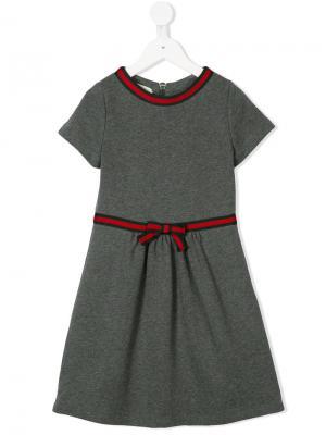 Платье-миди с полоской Web Gucci Kids. Цвет: серый