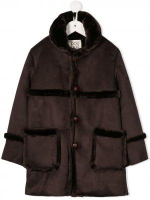 Однобортное пальто с искусственным мехом Douuod Kids. Цвет: коричневый