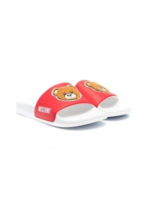 Шлепанцы с нашивкой Teddy Bear и логотипом Moschino Kids. Цвет: красный
