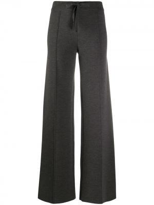 Расклешенные брюки MRZ. Цвет: серый