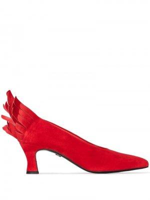 Туфли-лодочки из коллаборации с Andrée Putman Charles Jourdan. Цвет: красный