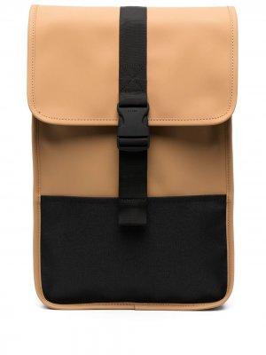 Рюкзак с застежкой на пряжке Rains. Цвет: коричневый