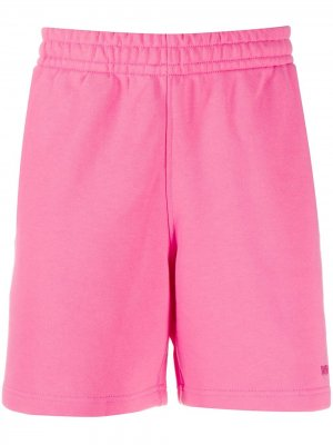 Спортивные шорты с вышитым логотипом adidas by Pharrell Williams. Цвет: розовый