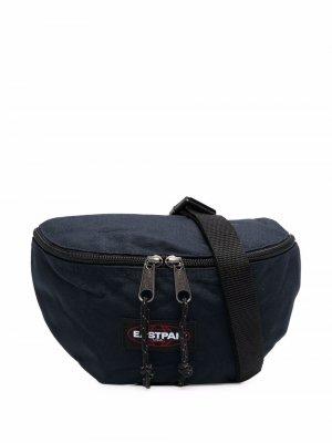 Поясная сумка с нашивкой-логотипом Eastpak. Цвет: синий