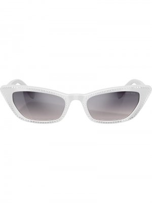 Солнцезащитные очки в декорированной оправе кошачий глаз Miu Eyewear. Цвет: белый