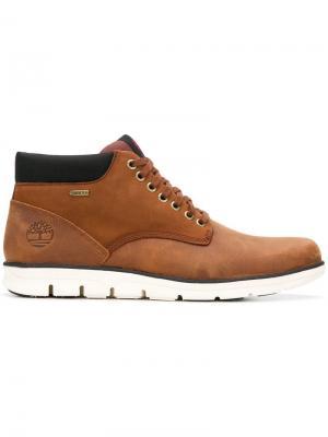 Ботинки по щиколотку на шнуровке Timberland. Цвет: коричневый