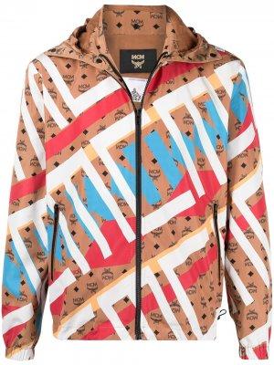 Куртка в стиле колор-блок с монограммой MCM. Цвет: коричневый
