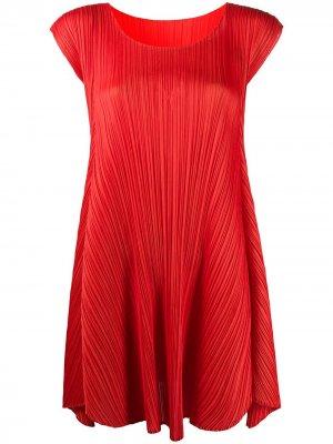 Плиссированное платье-трапеция с рукавами кап Pleats Please Issey Miyake. Цвет: красный