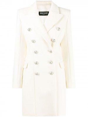 Двубортное пальто миди Balmain. Цвет: белый