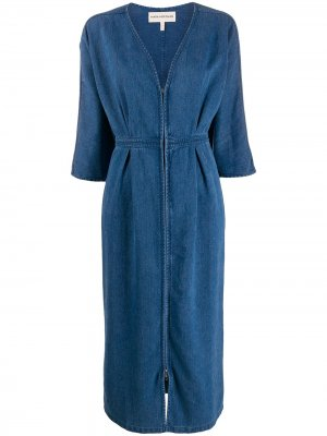 Джинсовое платье с глубоким V-образным вырезом Mara Hoffman. Цвет: синий