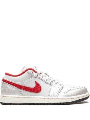 Кроссовки Air  1 Low PRM Jordan. Цвет: белый