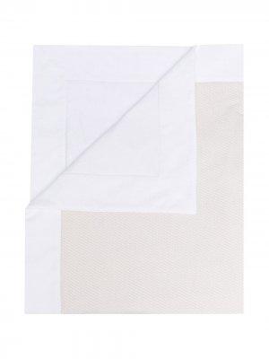 Одеяло с контрастной отделкой Fendi Kids. Цвет: нейтральные цвета