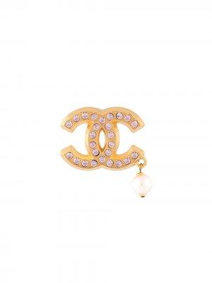 Брошь 2002-го года со стразами и логотипом CC Chanel Pre-Owned. Цвет: золотистый