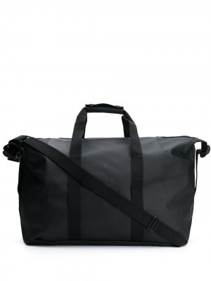 Дорожная сумка с тисненым логотипом Rains. Цвет: черный
