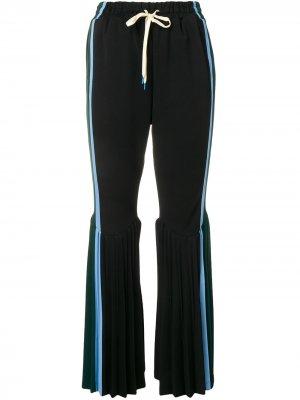 Плиссированные расклешенные брюки Facetasm. Цвет: черный