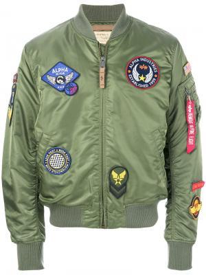 Куртка-бомбер с заплатками Alpha Industries. Цвет: зеленый